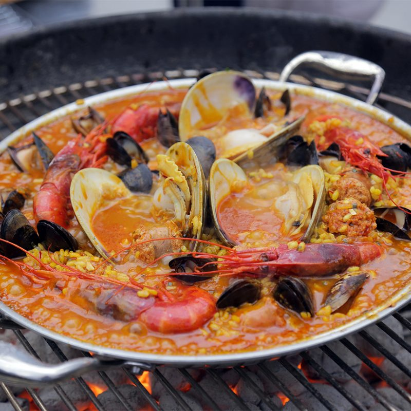 Andrew Zimmern Recipe Grilled Seafood Paella|Andrew Zimmern with grilled paella