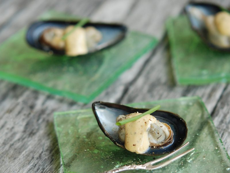 Andrew Zimmern's Steamed Mussels