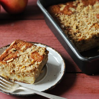 Andrew Zimmern's Apple Crumb Cake||Apple Crumb Cake|SweeTango