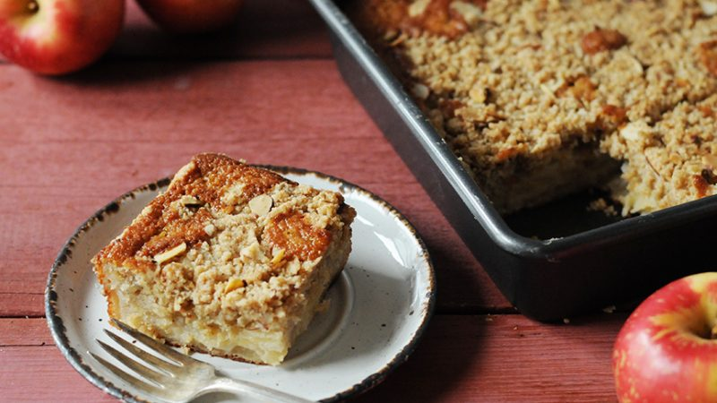 Andrew Zimmern's Apple Crumb Cake||Apple Crumb Cake|SweeTango
